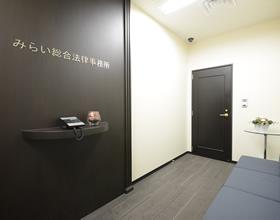 2階事務所受付・ソファ